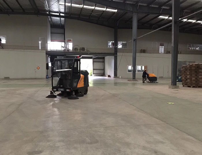 铭创C180万博万博体育官网式扫地机服务于仓库