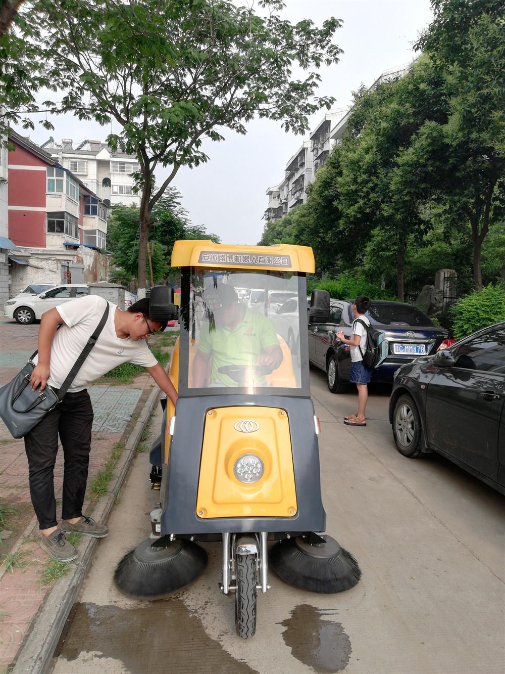 铭创C170万博体育app最新版本万博万博体育官网式道路清扫车服务于小区