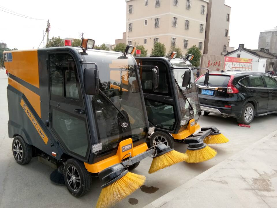 Ming-chuang C200 closed road sweeper service in the community streets