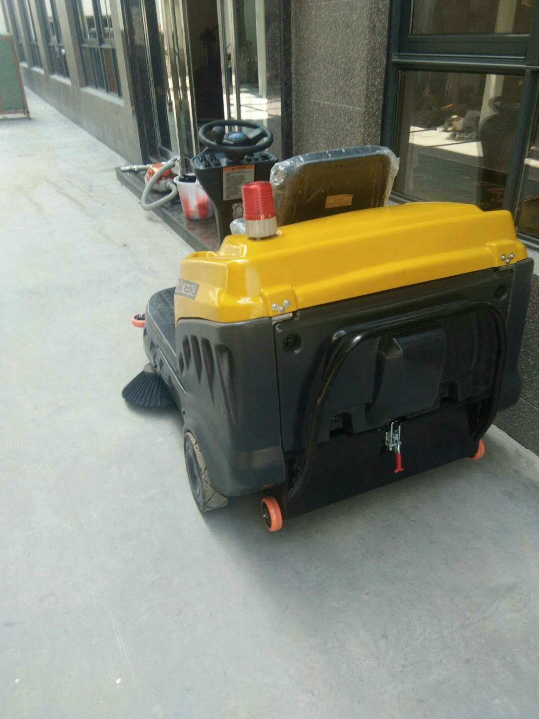 Minchuang C120 electric driving sweeper service in the community