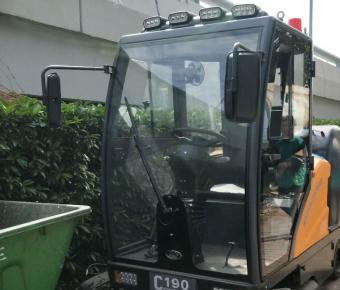 铭创C190万博体育app最新版本全封闭式扫地车服务于环卫