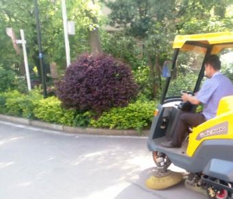 铭创C70万博体育app最新版本万博万博体育官网式道路清扫车服务于小区