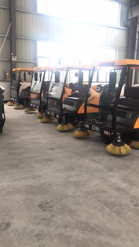 铭创C180万博体育app最新版本半封闭式扫地车服务于工厂车间