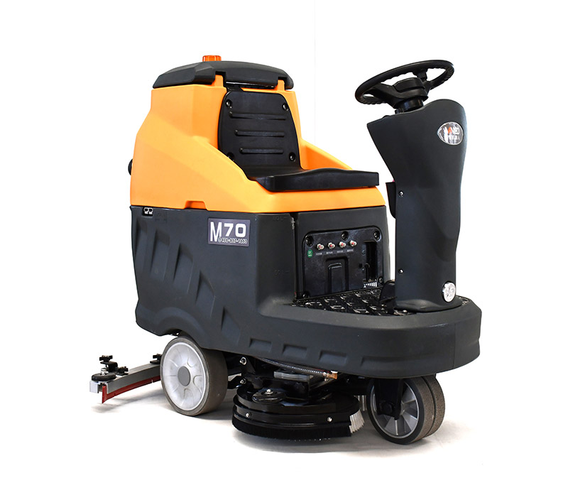 M70 AUTOMATIC RIDE-ON FLOOR SCRUBBER MACHINE